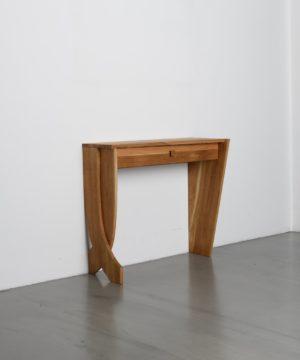 Dekorativer Tisch